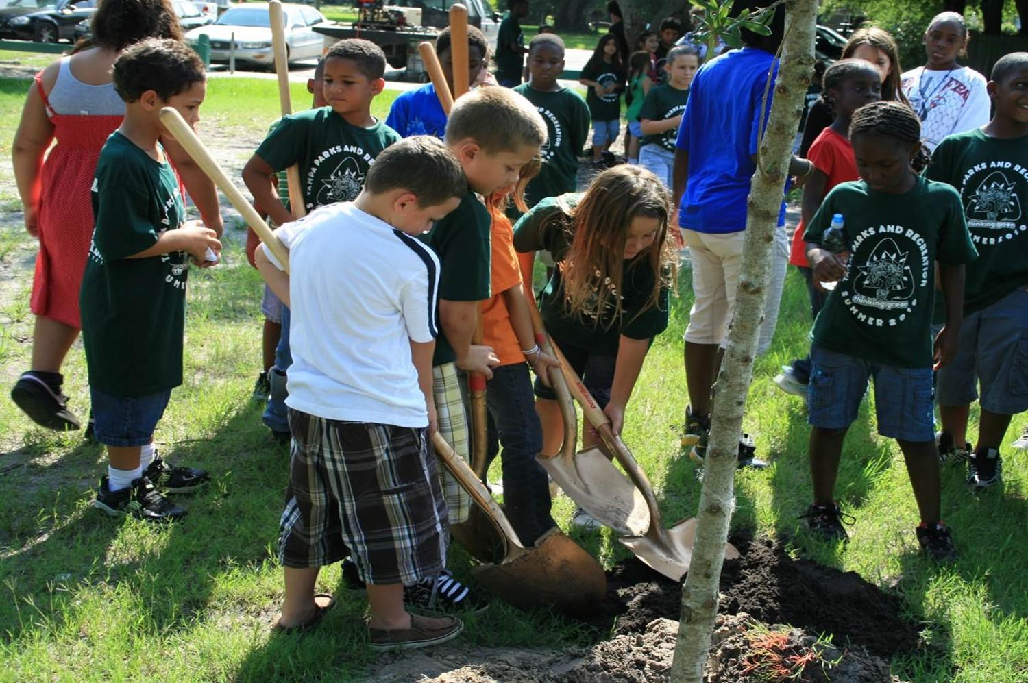Tampa Recreation kids planting trees