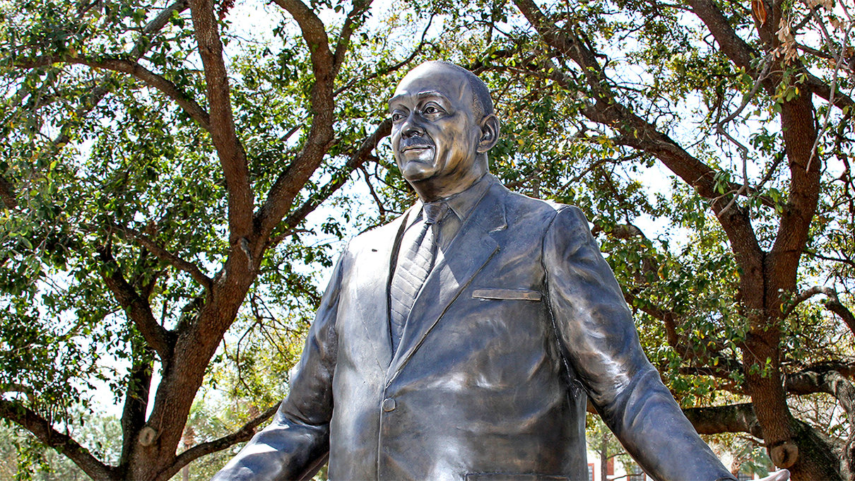 Perry Harvey, Sr. Statue by Joel Randell